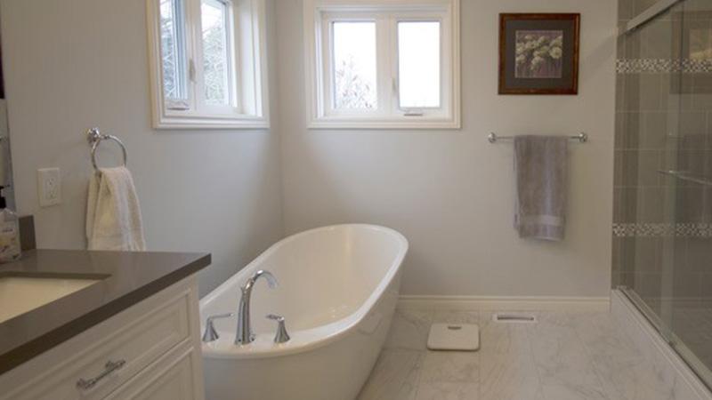 Ensuite bathroom with glassdoor shower